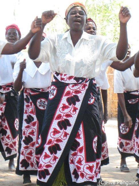 チュワ族の女性の踊り