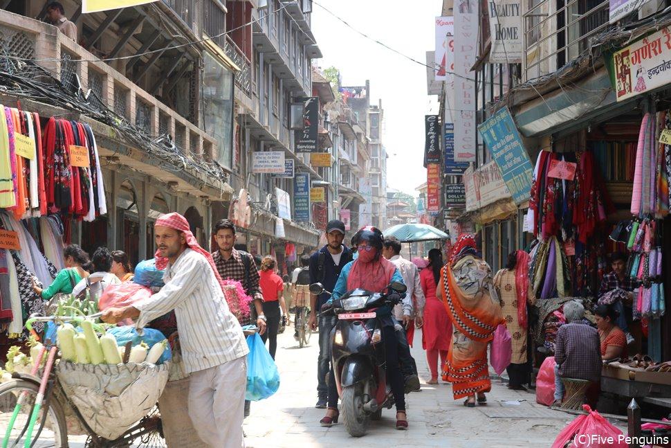 カトマンズ市内はインドの街のようなカオスな感じ(ネパール)