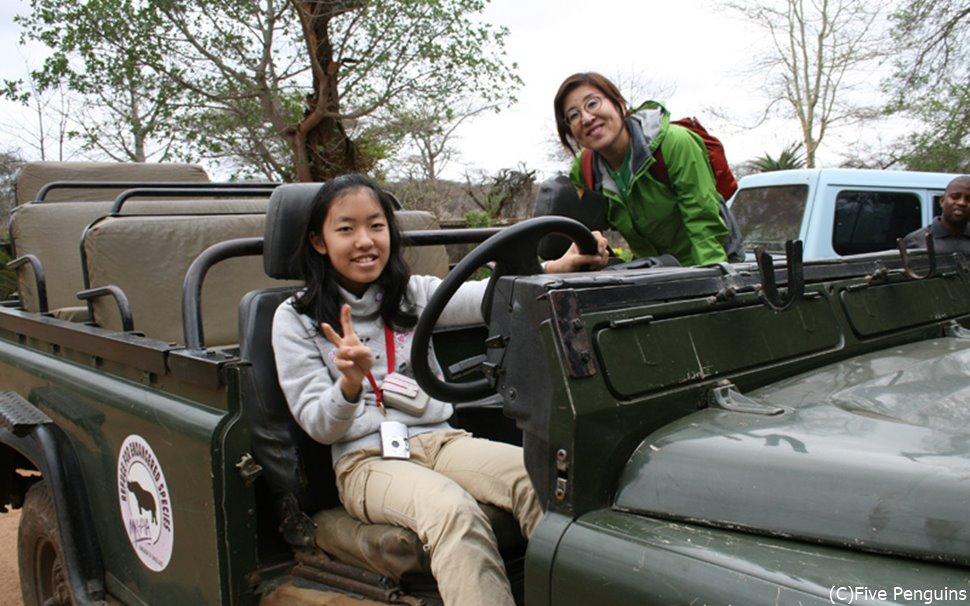 ムカヤ保護区のサファリはオープンサファリカーで