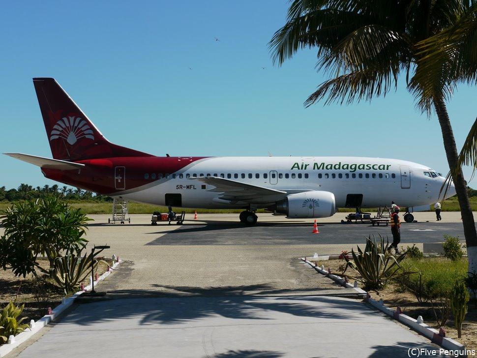モロンダバ空港に着陸したマダガスカル航空