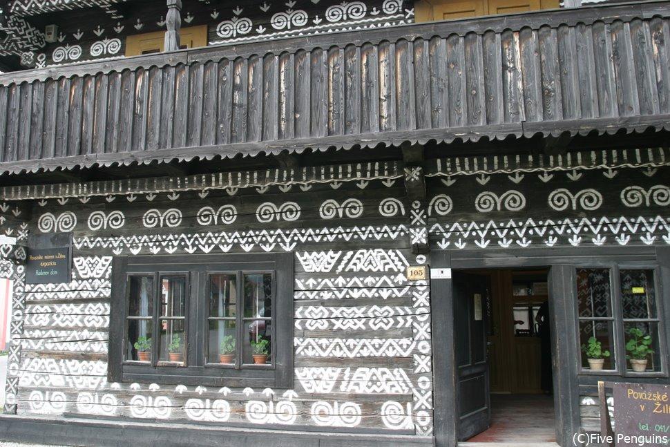 チチマーニ村の民家(スロバキア)