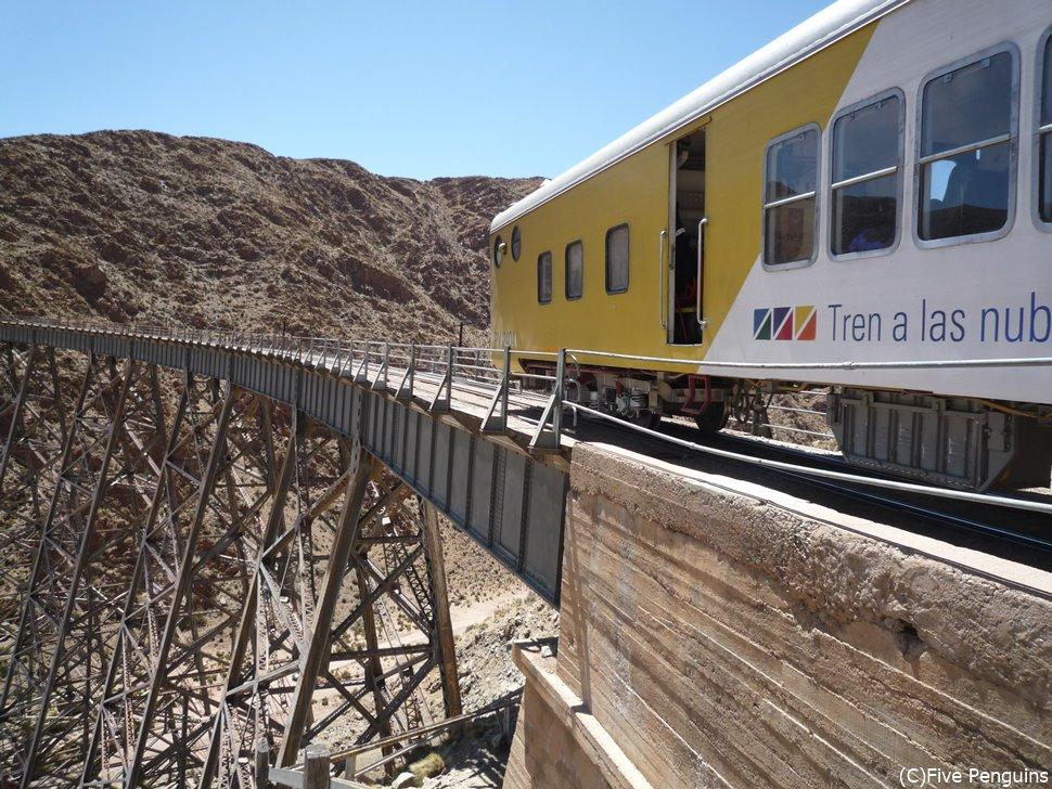 最高地点4220mにあるポルボリジャ鉄橋<サンアントニオデコブレス近郊>