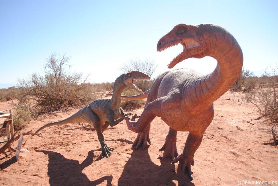 恐竜の模型(タランパジャ自然公園)