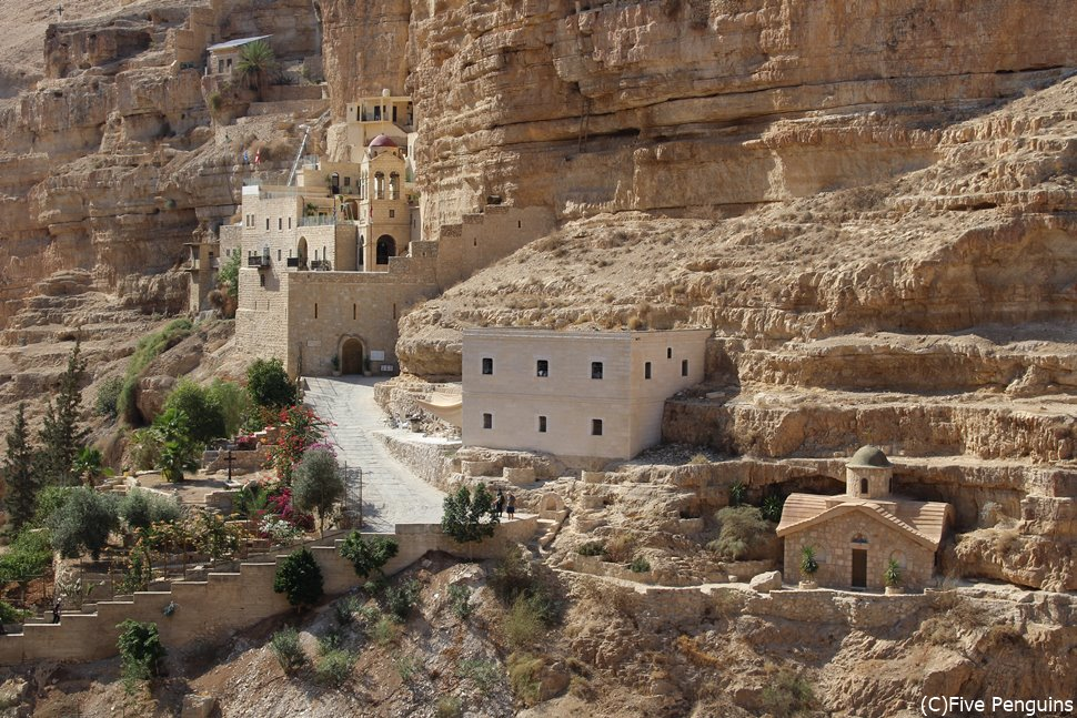 聖ゲオルギウス修道院。何故こんな危ない場所に…