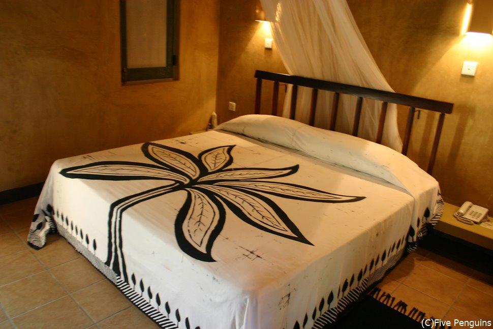 客室の一例  天蓋付きのベッドも素敵です