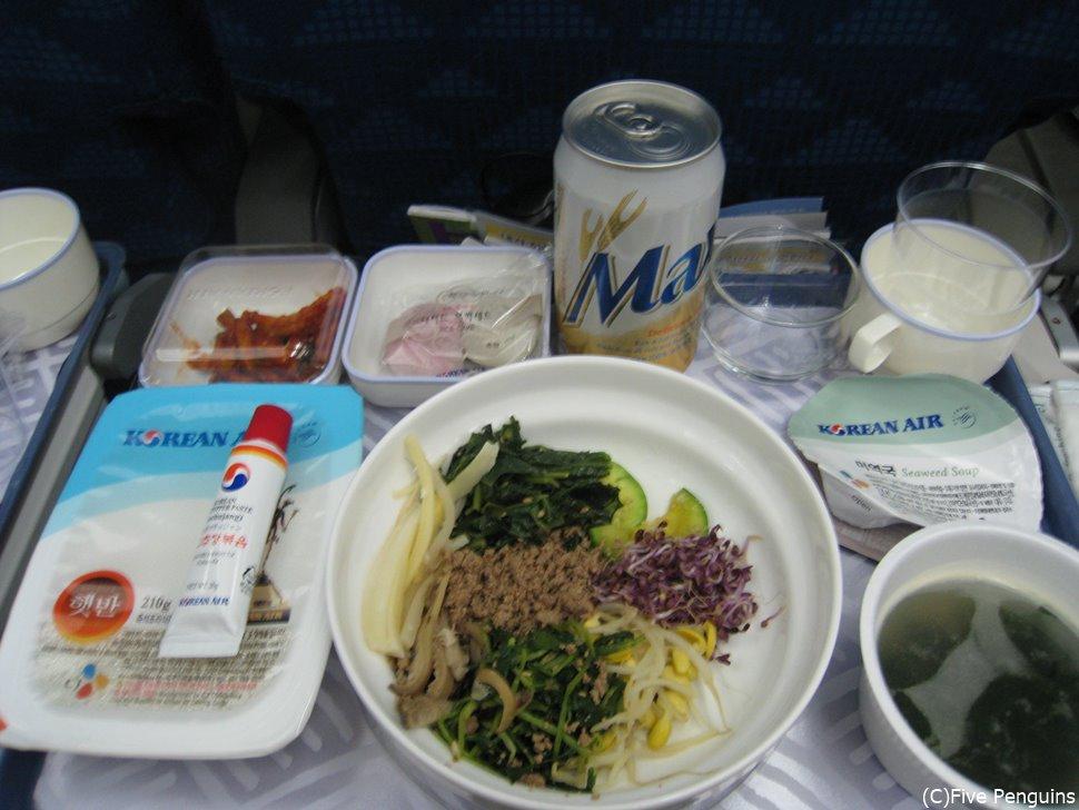 大韓航空の機内食は 安定の美味しさで定評のあるビビンバ