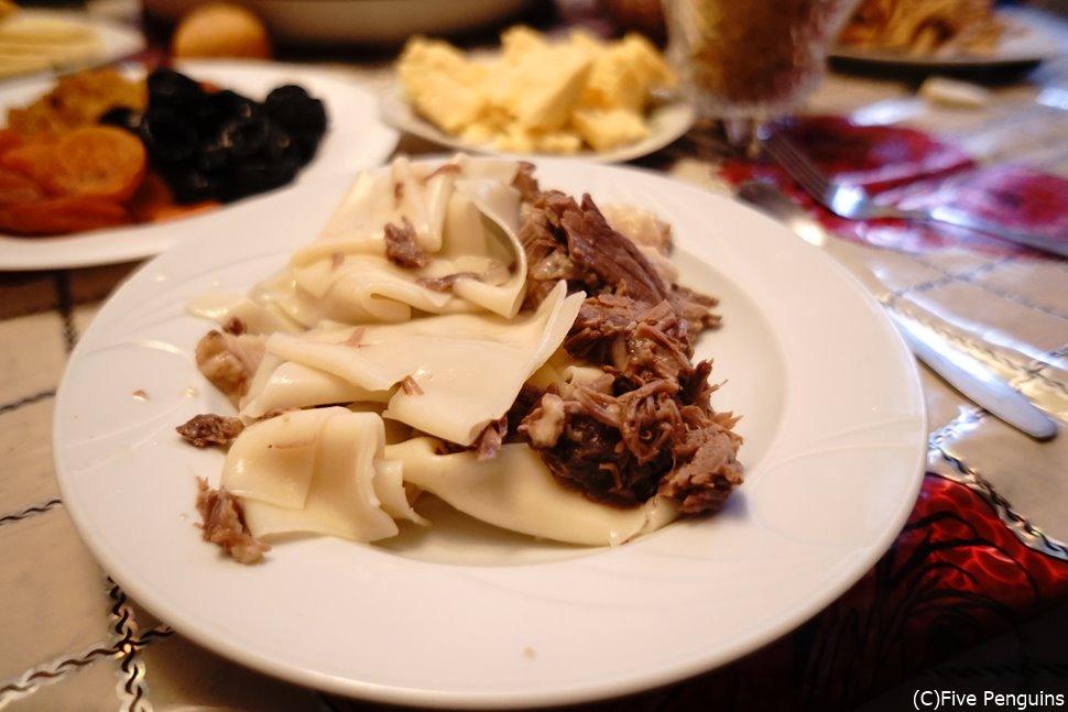 カザフ族の伝統料理 べッシュバルマクとは?