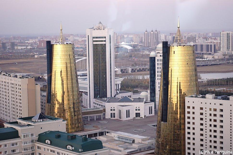 ヌル・スルタンの黄金色に輝くビジネスセンター