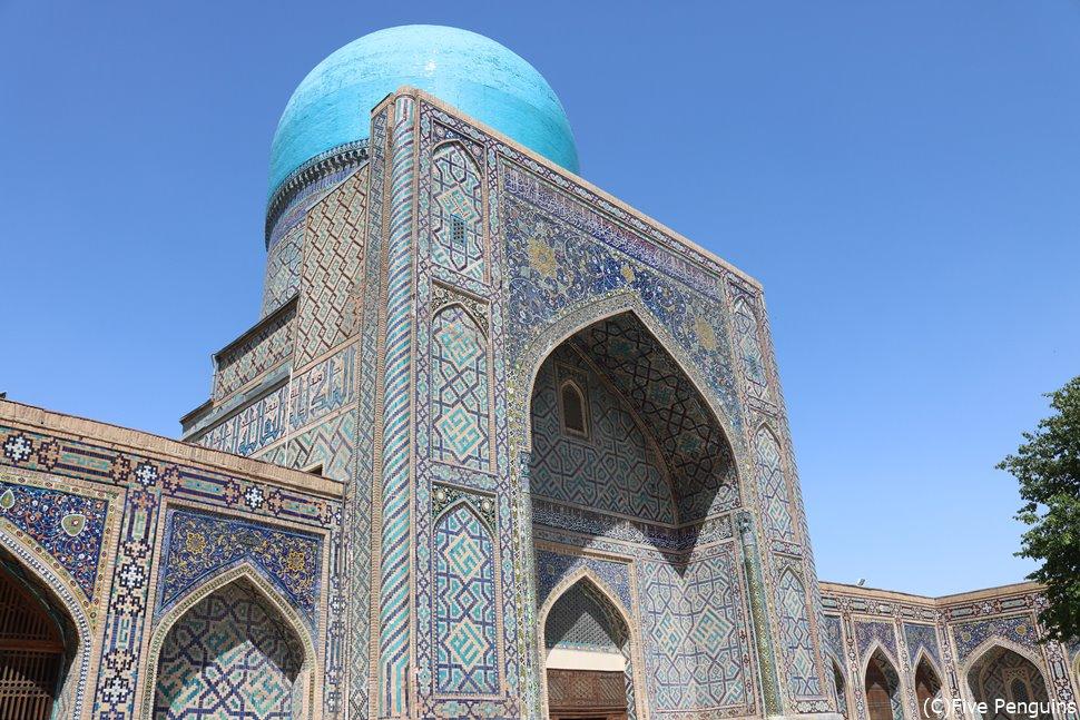 ウズベキスタンとの周遊も人気プラン 写真はサマルカンド ティラカリメドレセ