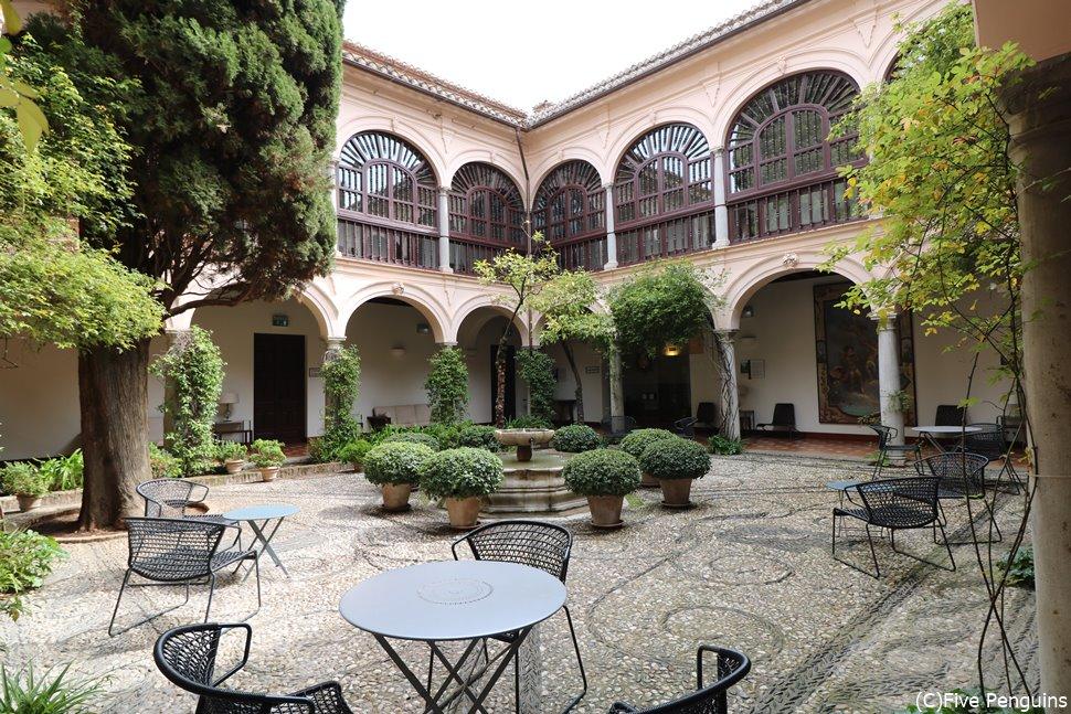 パラドール・デ・グラナダの中庭