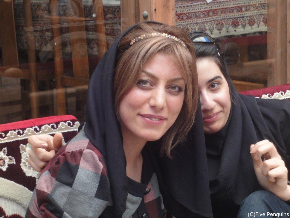 イスファハンで見かけた気さくな女子学生は写真OK