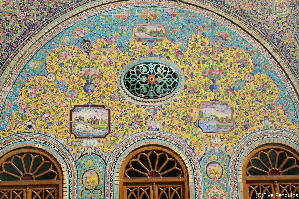 ゴレスターン宮殿の装飾もカラフルで美しい