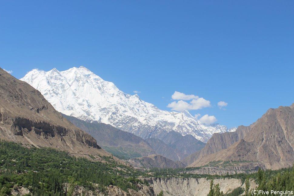 カリマバード付近からみたラカポシ峰(7788m)