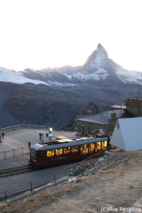 ツェルマットから登山電車でマッターホルンが見える駅へ