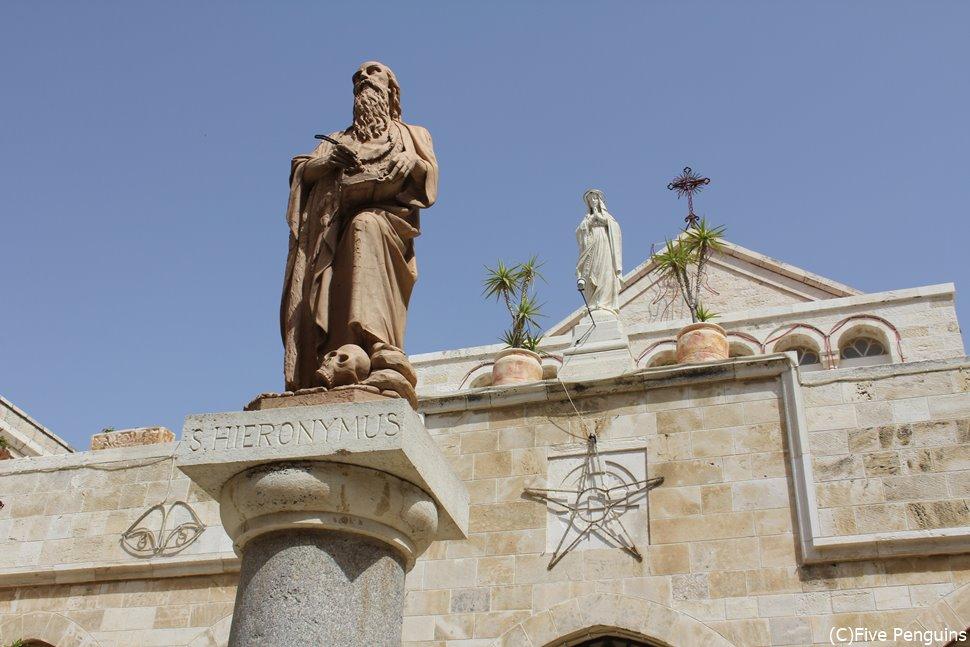 キリストが生まれた所とされる聖誕教会はパレスティナのベツレヘムにあります