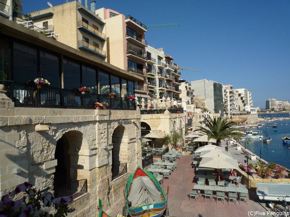 セントジュリアンは海沿いにあるマルタ屈指の繁華街。