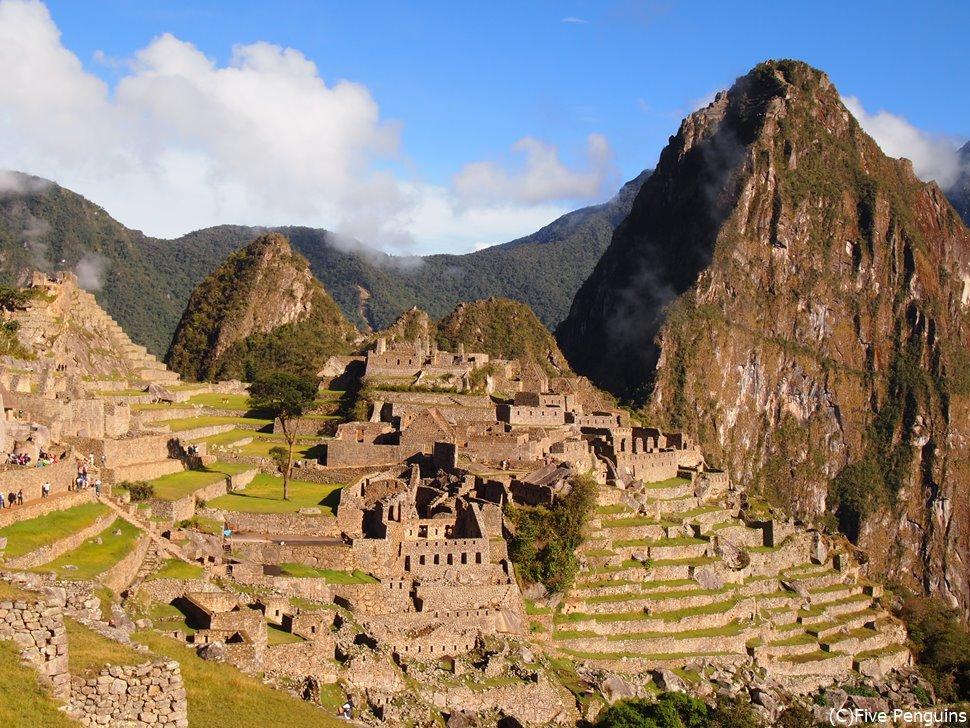 インカ帝国の空中都市マチュピチュ遺跡は複合遺産。貯水庫からの遺跡の眺め