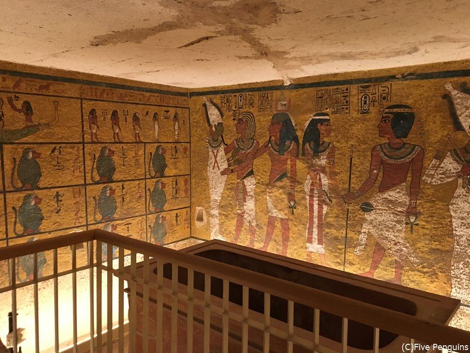 ルクソールにあるツタンカーメンの墓。3300年前の色