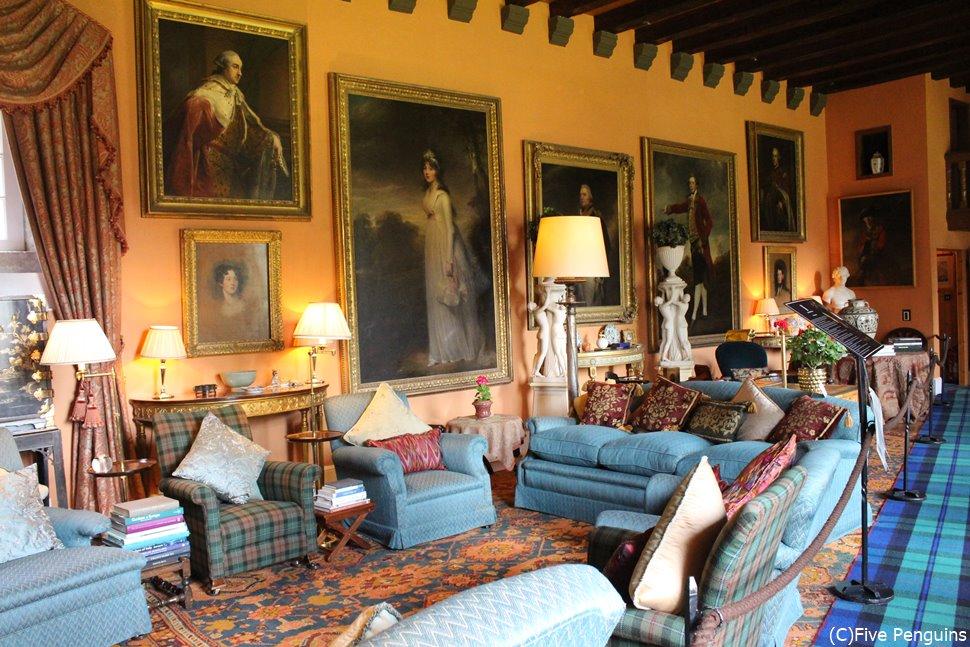 城内は豪華な部屋がいっぱい