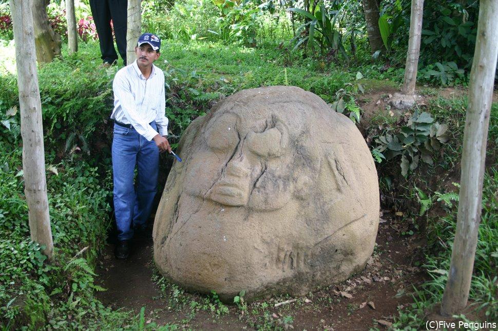 マヤ文明の名残である巨石(サンタ・アナ近郊)