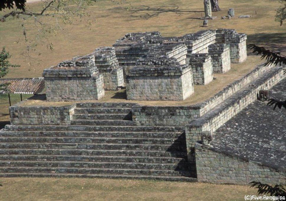 コパン遺跡の球技場跡(コパンルイナス近郊)
