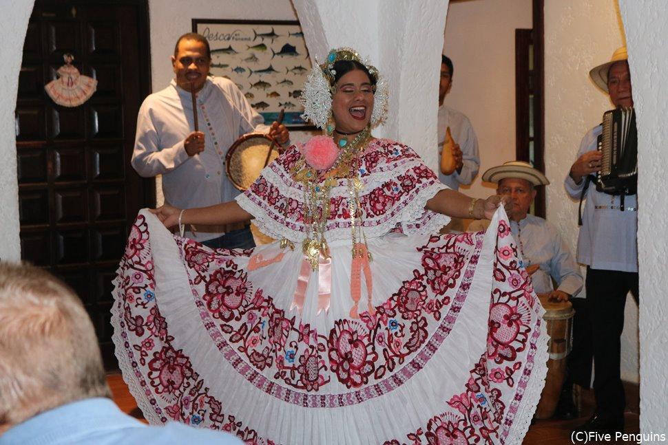 パナマの伝統的なダンスショー
