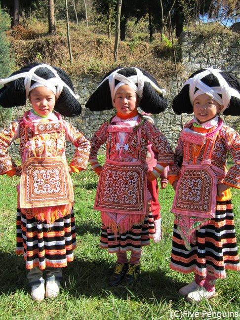 鮮やかな民族衣装と大きな髷で着飾った女の子たちに萌え