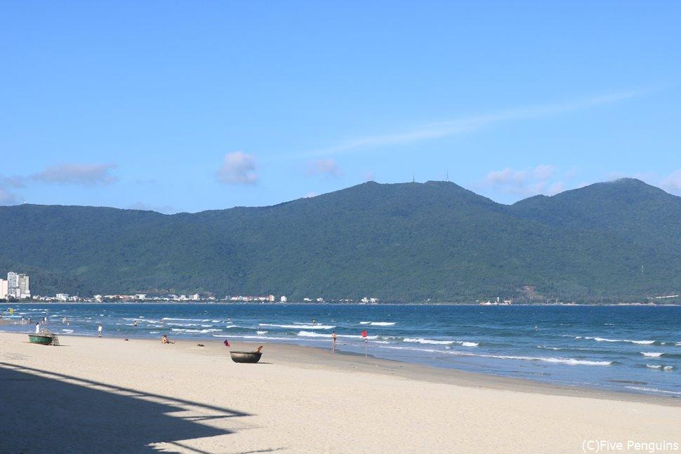 穏やかなダナンのビーチ