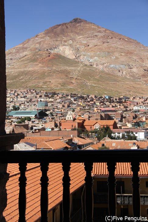 ポトシの街並みとセロ・リコ鉱山