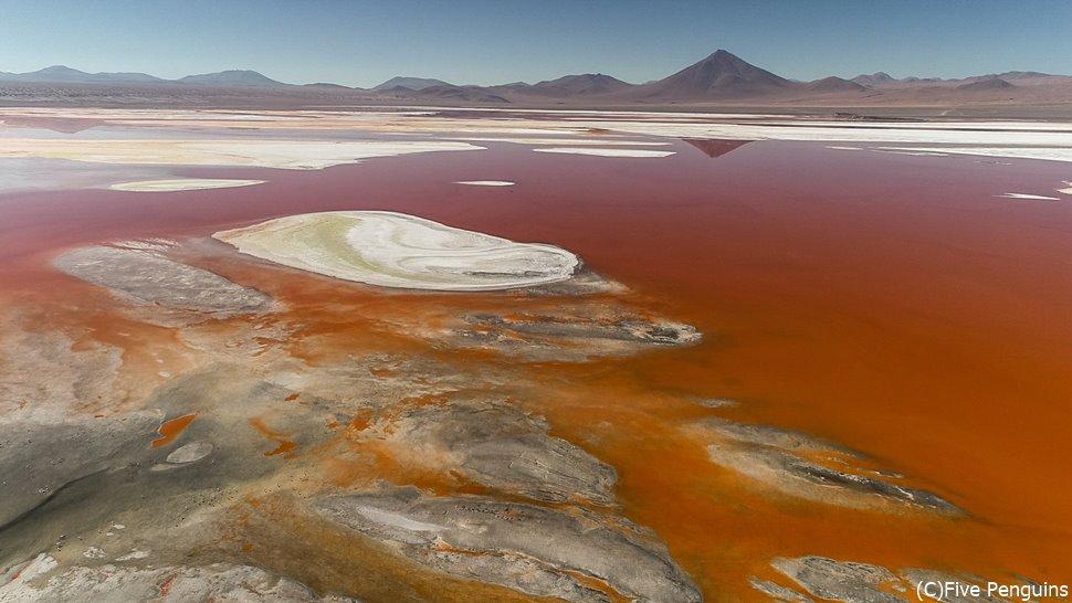 「赤の湖」の名前を持つラグーナ・コロラダ