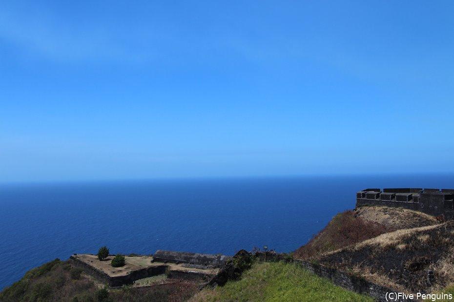 青い青い。とにかくどこまでも青い空と海