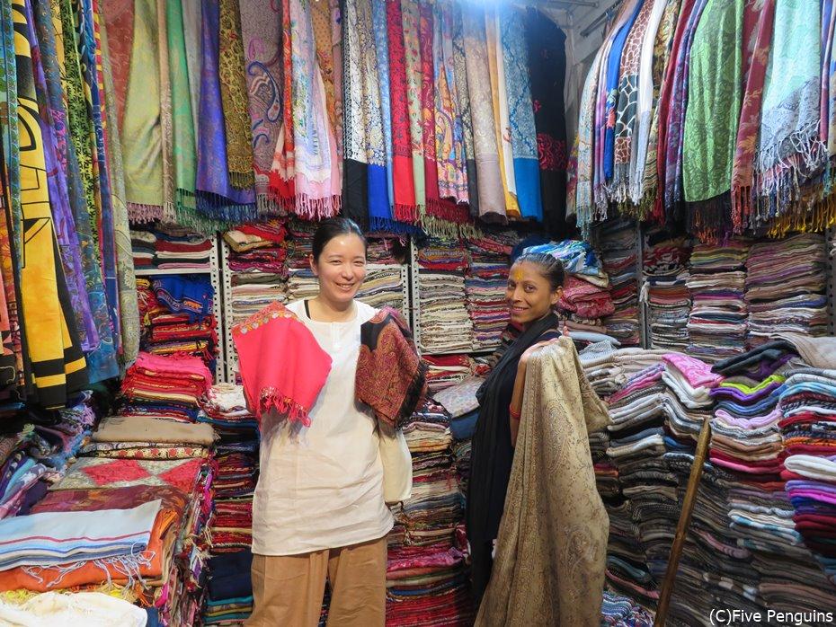 可愛い布製品が多く、ショッピングが楽しいインド!