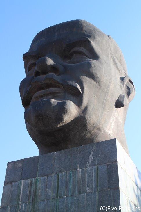 ソヴィエト広場レーニンの顔像