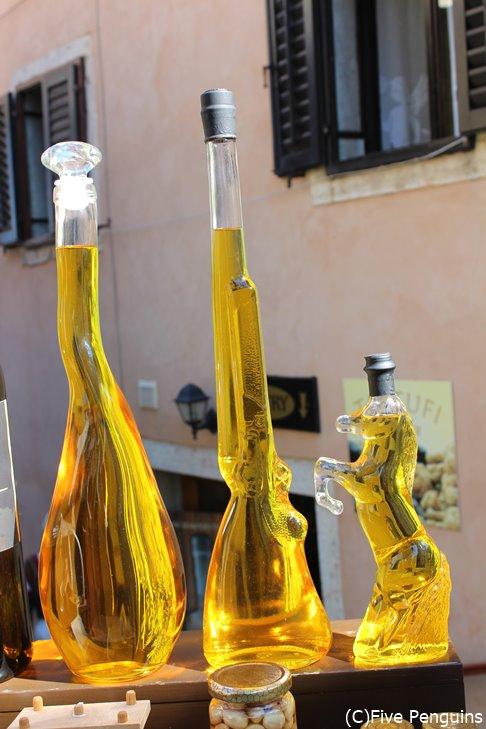 オリーブオイルのユニークなボトル