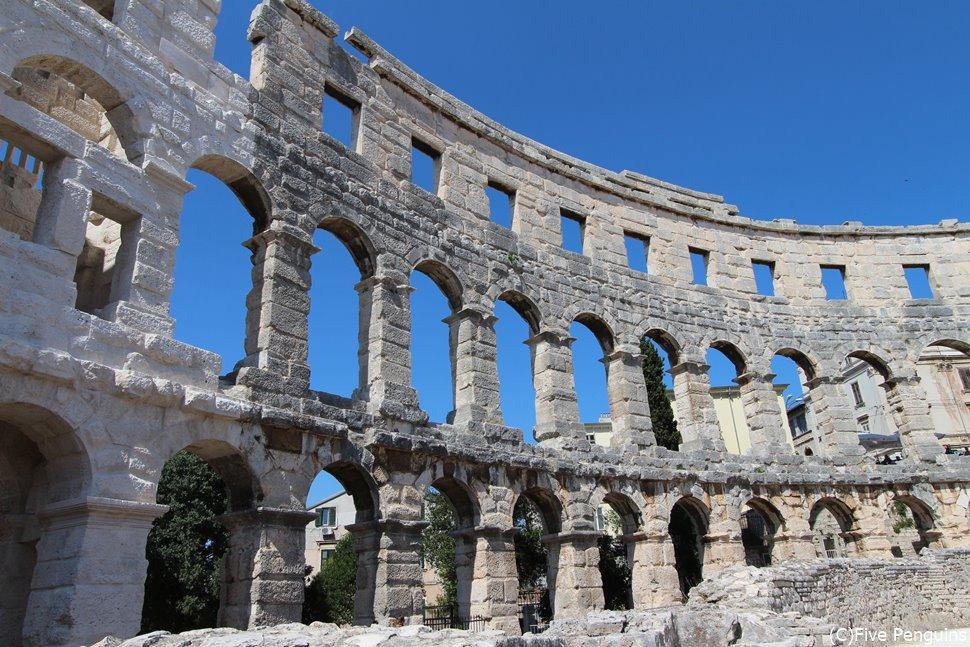 ローマ時代の古い遺跡が美しく残されている