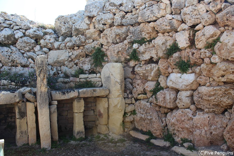 ジュガンティーヤ遺跡は石の加工技術も必見