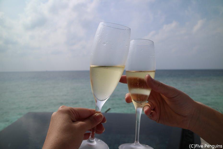 海を眺めながら乾杯♡