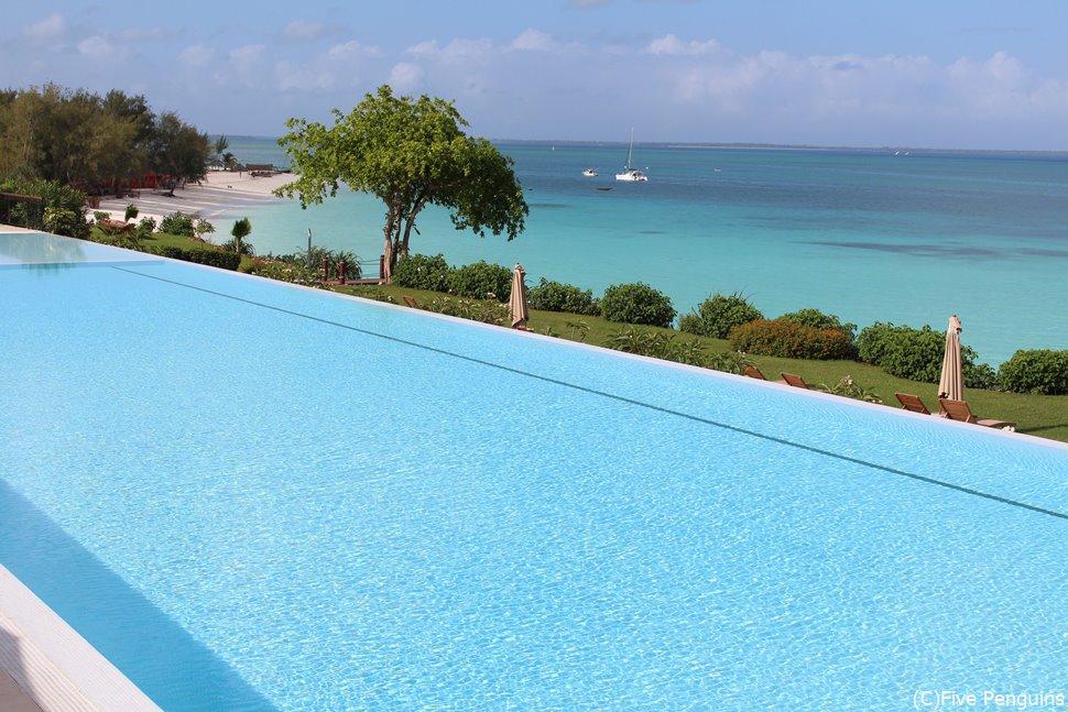ヌングイビーチのホテルにはこんなプールも