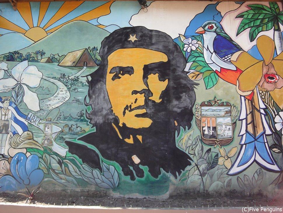 国民に敬愛される革命家チェ・ゲバラは国のシンボル