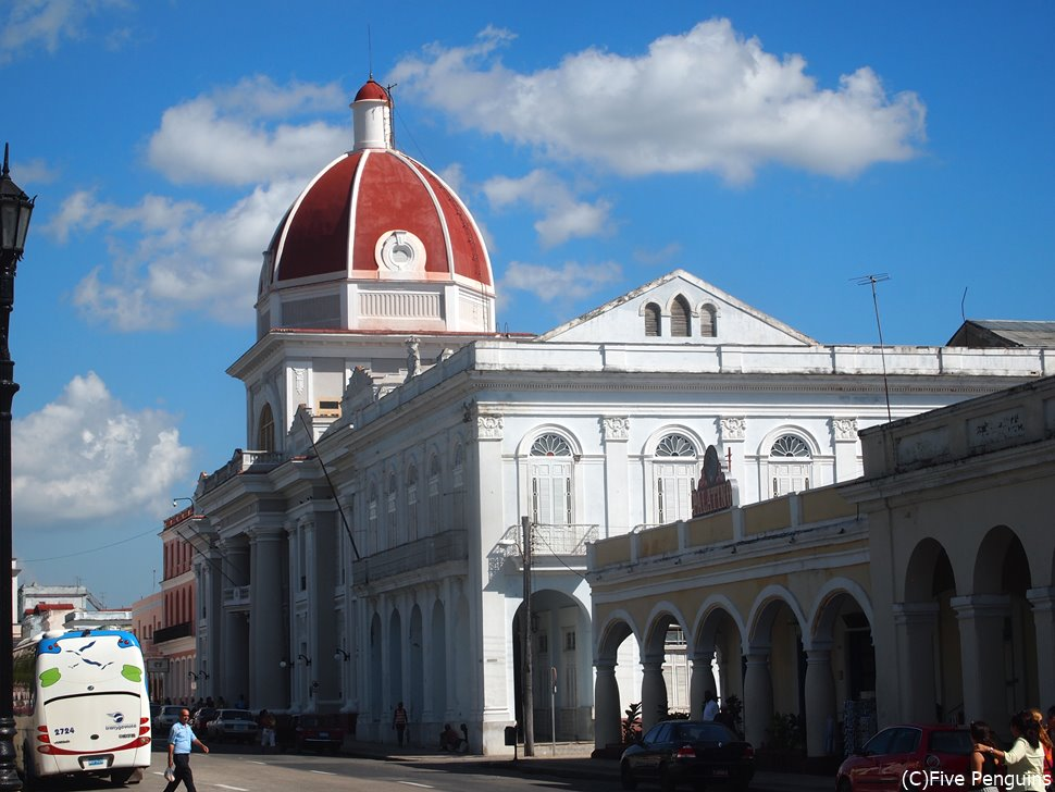 キューバの他の都市とは色の違う整った雰囲気の町