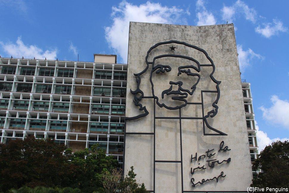 新市街の革命広場にある大きなチェ・ゲバラの肖像