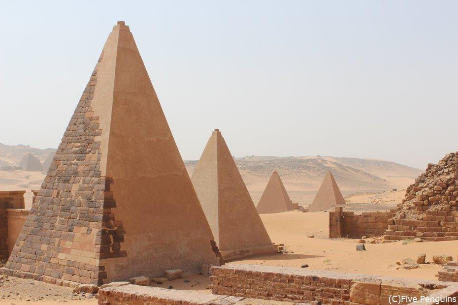 メロエの王族ピラミッド群<スーダン>