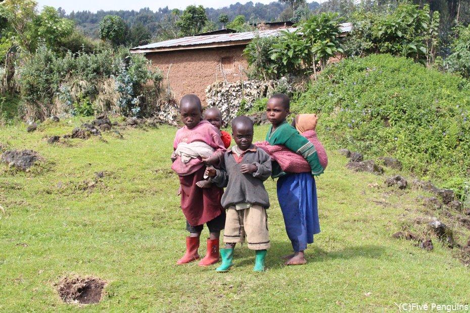 山の村の子供たち