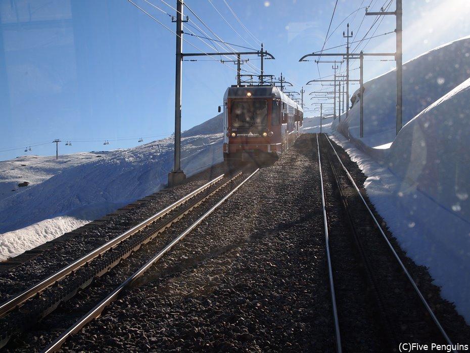 雪の中を走るゴルナーグラート鉄道
