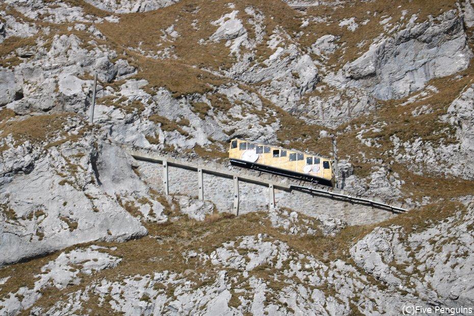 世界一急勾配の斜面を登る鉄道としても知られています。
