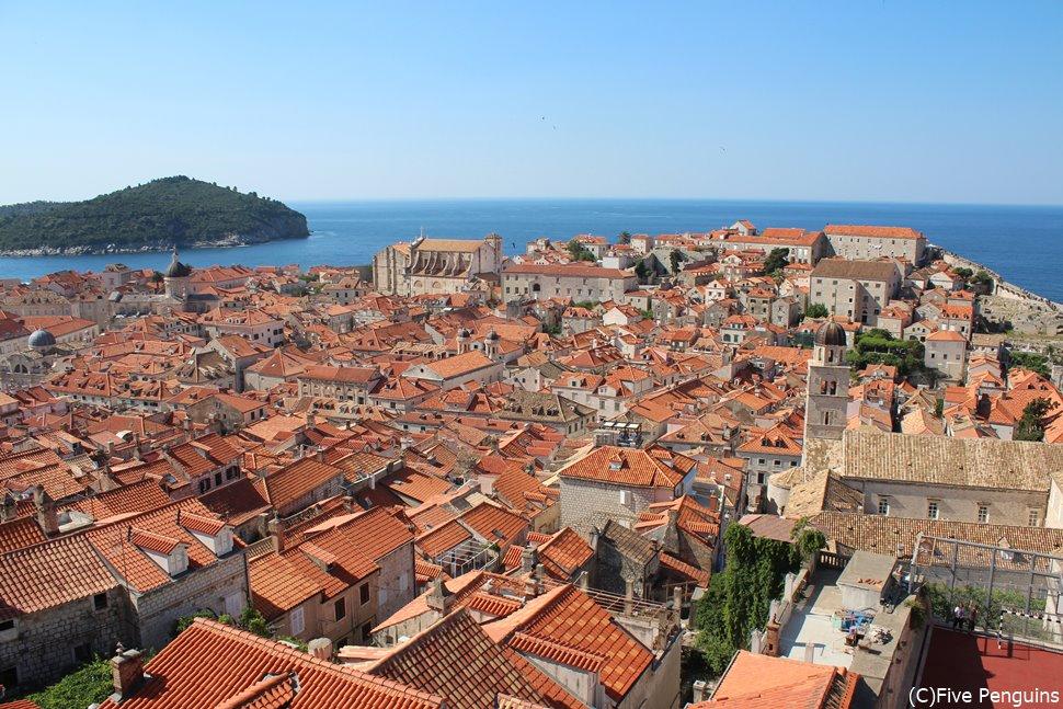 全長約2㎞の城壁に登って旧市街を見下ろす