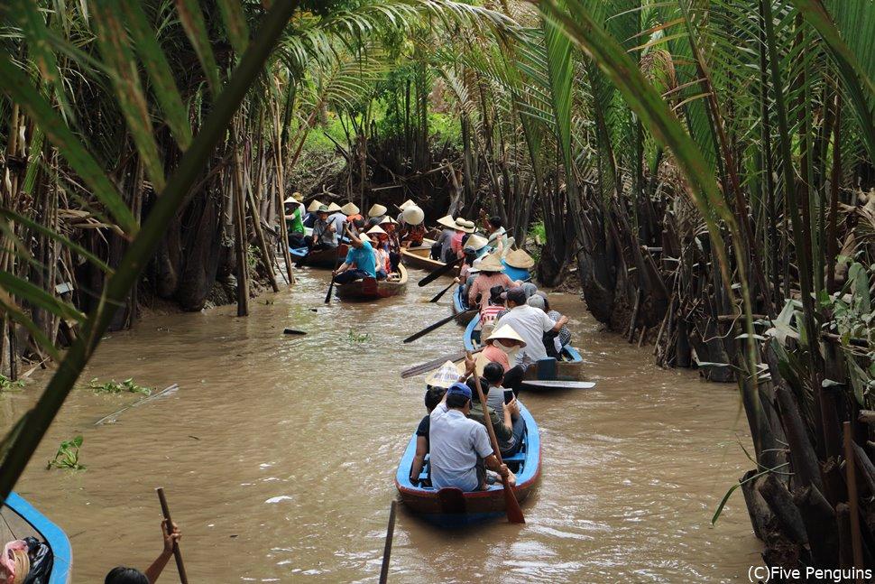 ジャングルの中を進むボートに冒険心がくすぐられます