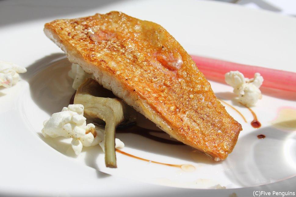 白身魚の料理はカリカリで絶品