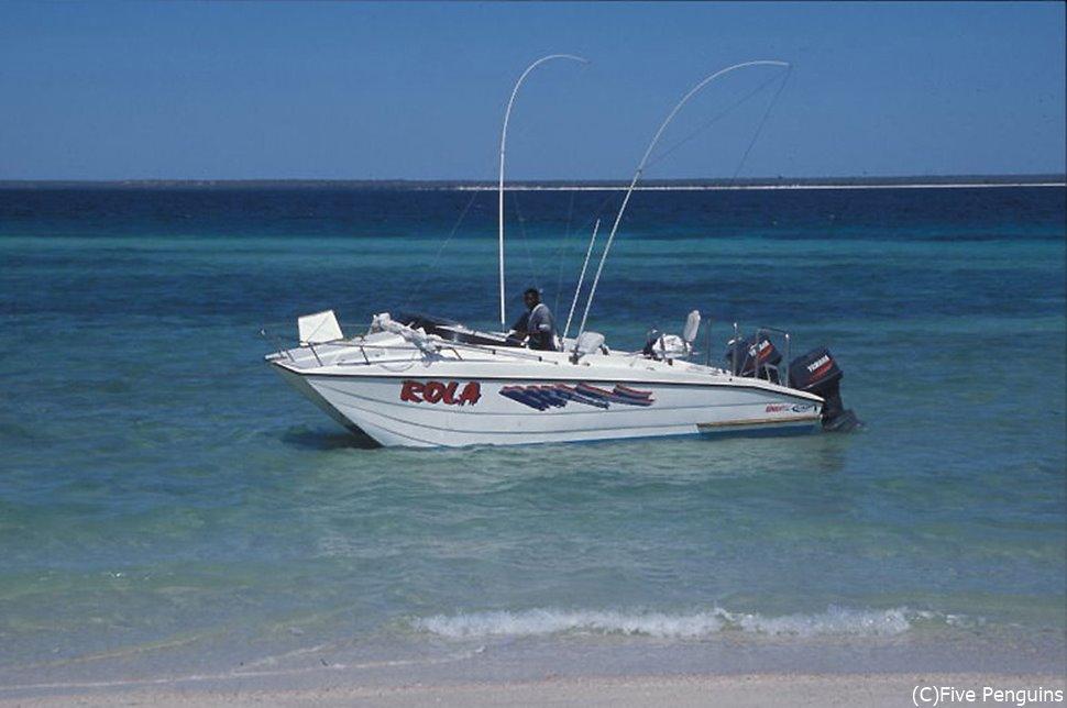 ボートに乗ってアイランドツアーへ