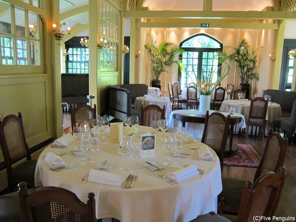 ホテル シャトー・ダッソンビルのレストラン